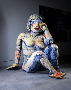 yes, I'm feeling blue (weeping woman, Viola Frey, gallerycrawl.typepad.com)